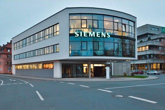 Siemens Gebaeude mit Glasfront in der Casselmannstrasse