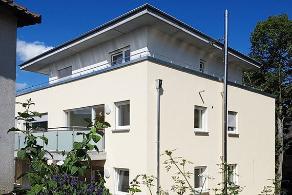 Aussenansicht einer barrierefreien Wohnung mit Balkon